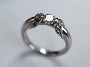 輝く婚約指輪