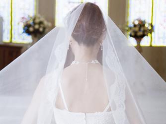 背中ニキビの無い美しい花嫁イメージ