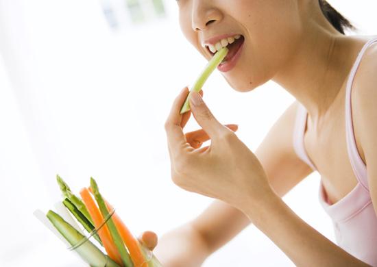 食べ方を見られているイメージ
