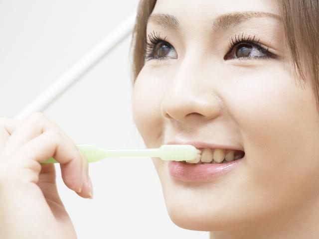 白い歯の挙式を目指す花嫁