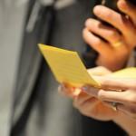 結婚式で手紙を読むイメージ