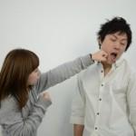 夫の言葉の暴力に憤るイメージ